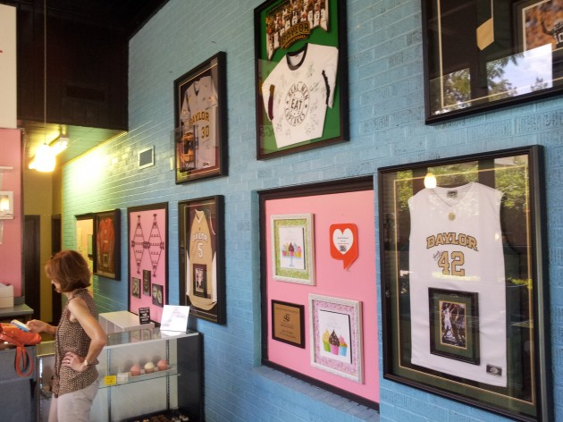 Inside of What About Cupcakes in Waco, Texas