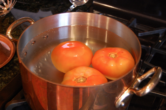Blanching Tomatoes for Tomato Sauce with Onions and Butter