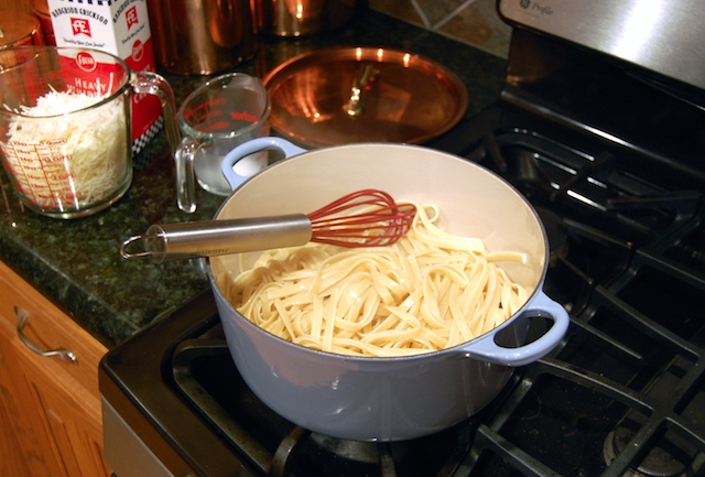 Tossing In Alfredo Pasta to Cream Sauce