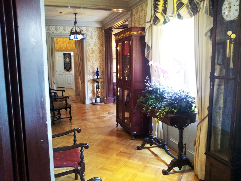 Club 33 Hallway to the Dining Room