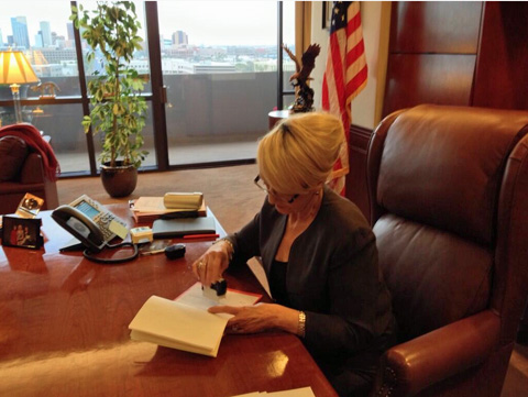 Brewer vetoing Arizona's segregation bill in her office ...