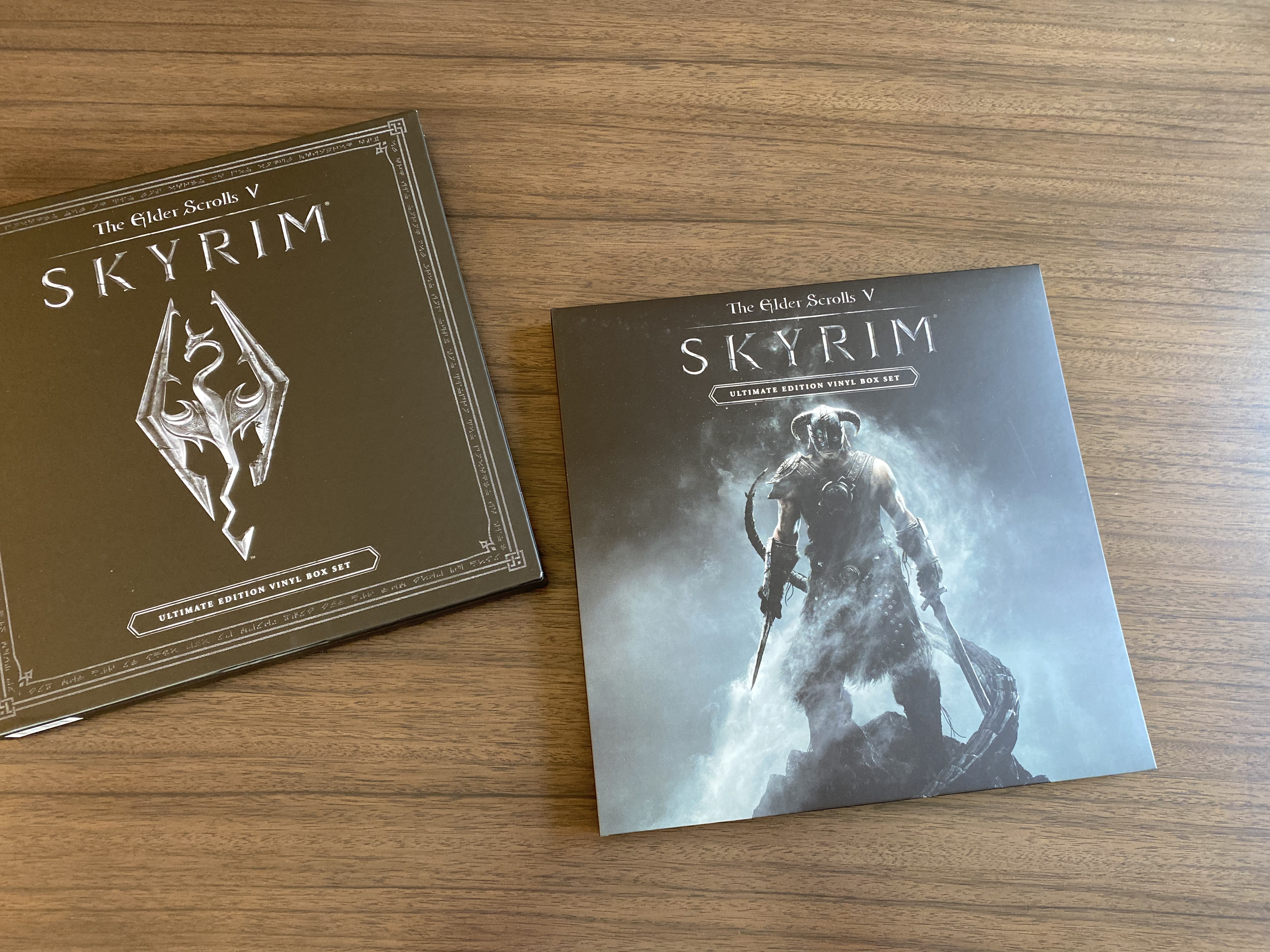 Kennon-Green Elder Scrolls V Skyrim Ultimate Edition Vinyl Box Set Sweet Roll Comic Con Limited LP - Pulling Out Inside Box