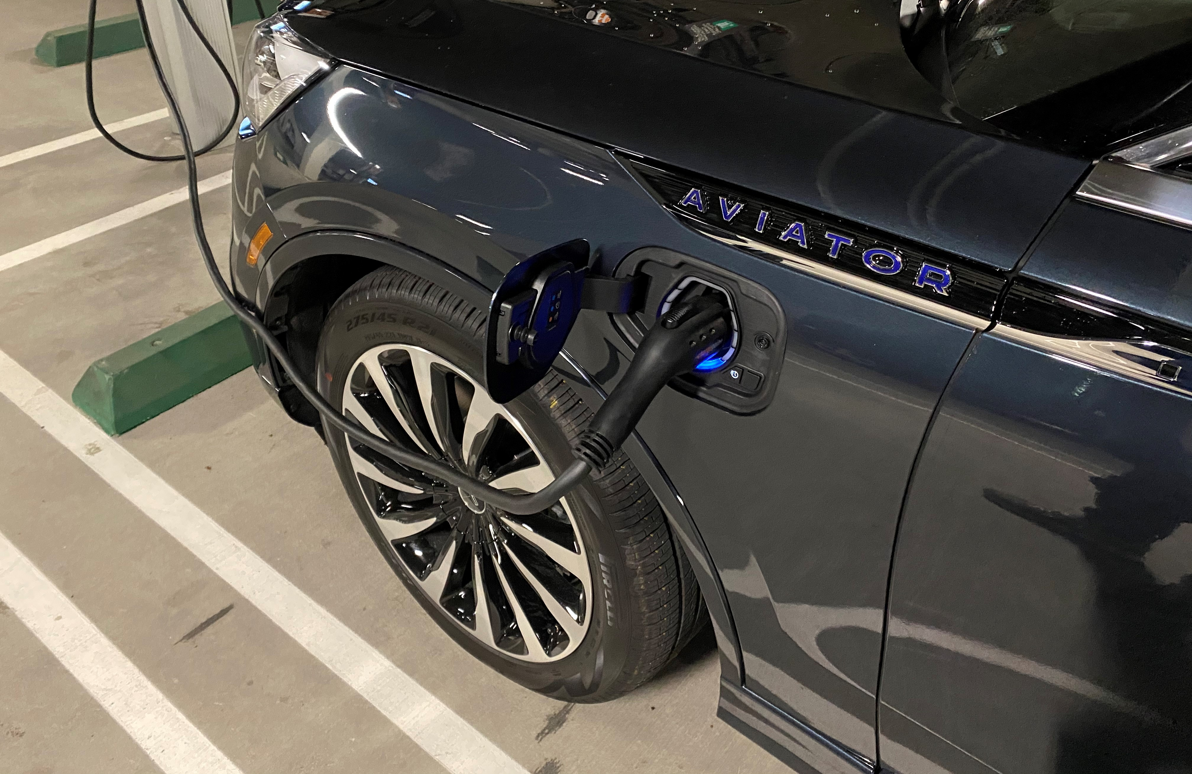 Up Close Electric Charting of 2021 Lincoln Aviator Black Label Grand Touring Hybrid SUV